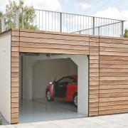 Doppelgarage mit Sektionaltoren aus Holz