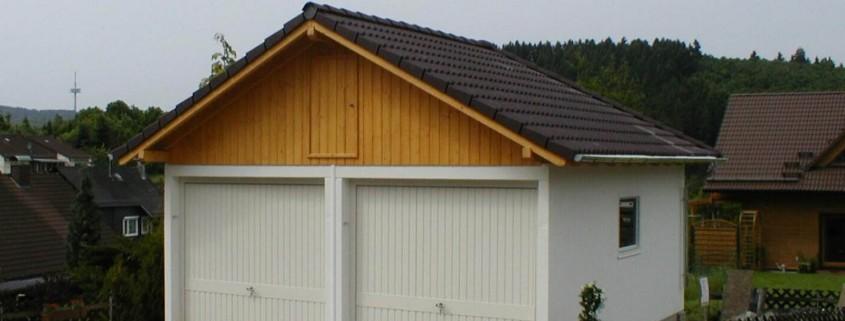 Doppelgaragen gibt es auch mit Satteldach