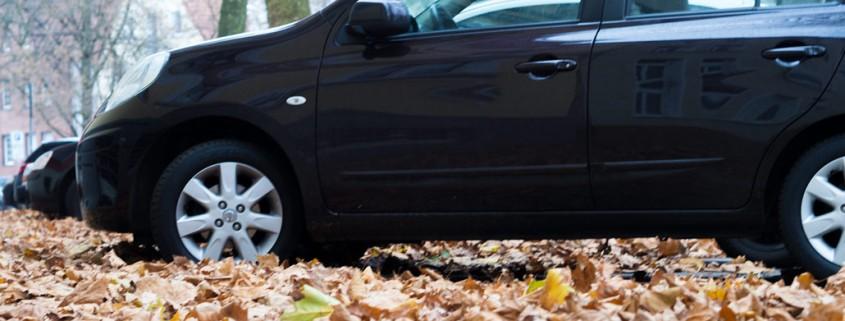 Betonfertiggarage schützt Auto im Herbst